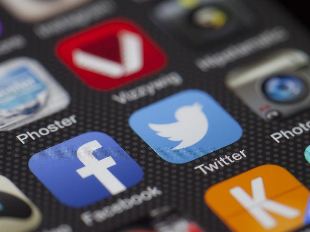 Il sorpasso delle chat free sui social network
